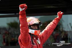 El ganador de la carrera y Campeón Mundial 2002, Michael Schumacher
