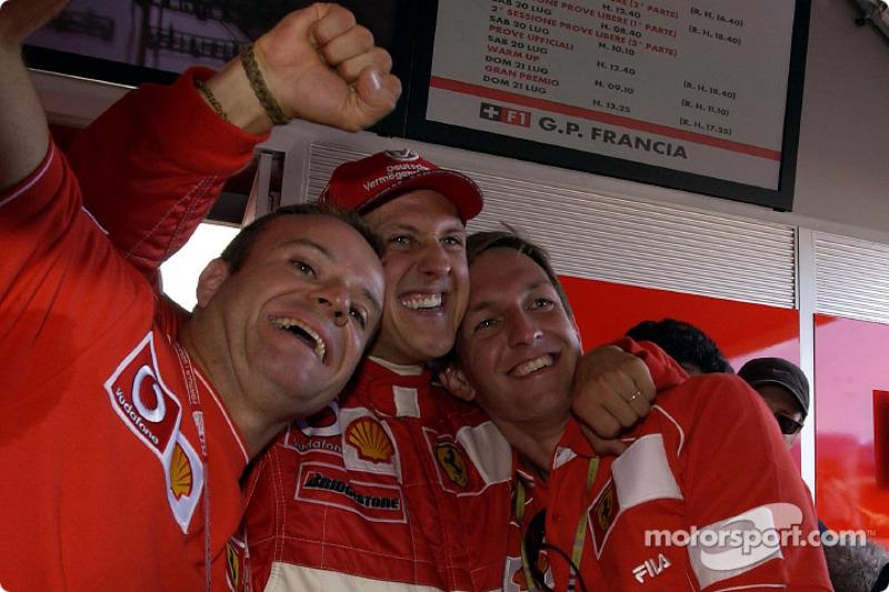 Rubens Barrichello, Michael Schumacher y Luciano Burti celebrando