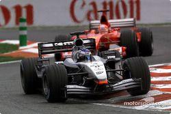 Кими Райкконен, McLaren, и Михаэль Шумахер, Ferrari