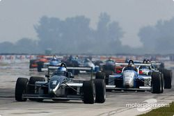 Race restart: Ryan Hunter-Reay leading the field