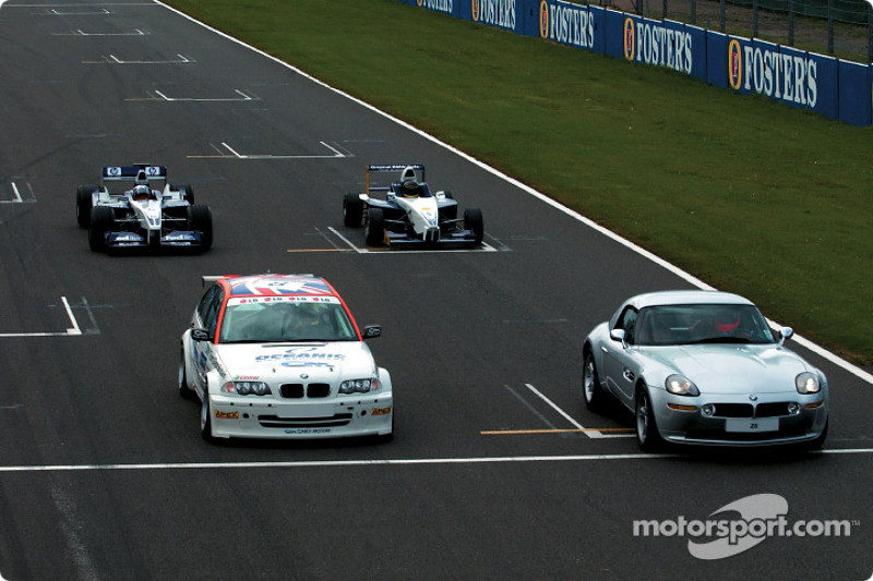 Juan Pablo Montoya en el WilliamsF1 BMW FW24, Bruno Giacomelli en el BMW Z8, Tom Coronel en el BMW 3