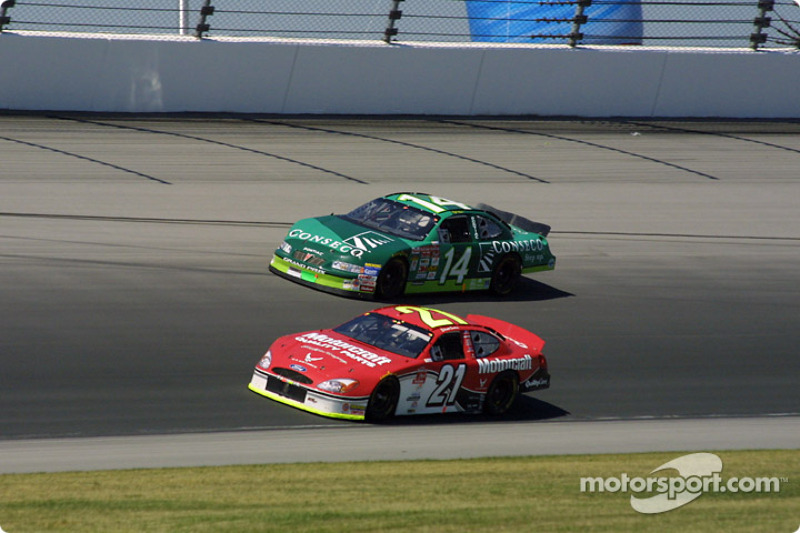 Elliott Sadler y Stacy Compton