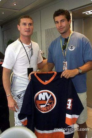 David Coulthard avec le joueurs de hockey des NY Islanders Robert Hamrlik