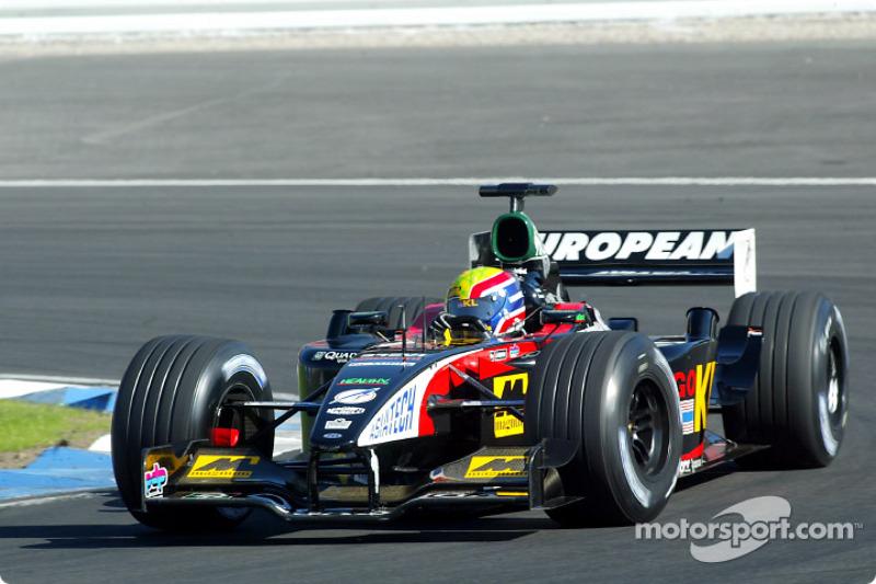 Mark Webber durante el calentamiento matutino