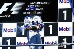 El podio: champaña para Juan Pablo Montoya