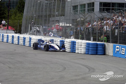 Michael Andretti dans le mur de pneu