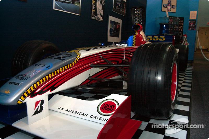 Visita al museo de Gilles Villeneuve: Jacques Villeneuve BAR 001