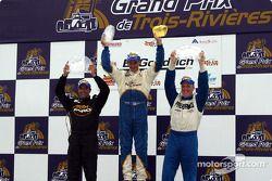 Le podium: gagnant de la course Butch Leitzinger avec Randy Ruhlman et Tomy Drissi