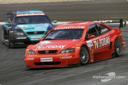 Joachim Winkelhock, OPC Team Phoenix, Opel Astra V8 Coupé 2002; Michael Bartels, OPC Team Holzer, Op