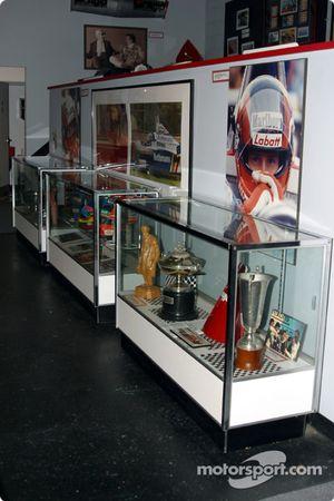 Visita al museo de Gilles Villeneuve: trofeos