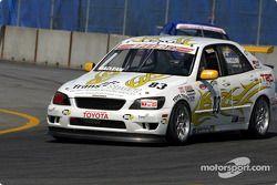 Last year's le vainqueur de la course et the current points leader, the Doran Lista Racing #27 Judd Dallara, pits pour repairs during the race