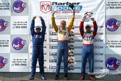 Le podium: gagnant de la course Marc Breuers avec A.J. Allmendinger et Rafael Sperafico