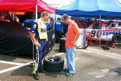 Le pilote de Roush Jon Wood et le chef d'équipe Jeff Campey