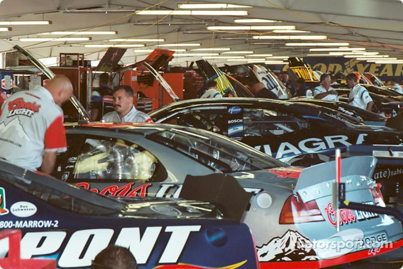 Un garage cubierto muy ocupado