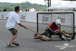 On-track hockey game: Gunnar Jeannette