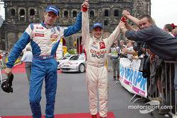 Marcus Gronholm con el ganador del rally, Sébastien Loeb