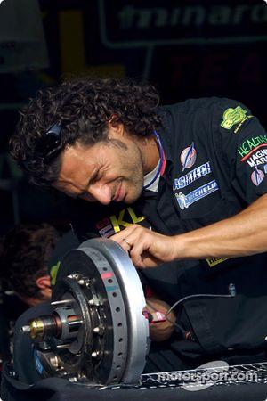 Preparándose para el día en Minardi