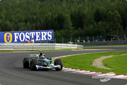 Eddie Irvine durante la sesión de calentamiento