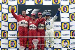Podio: il vincitore della gara Michael Schumacher con Ross Brawn, Rubens Barrichello e Juan Pablo Mo