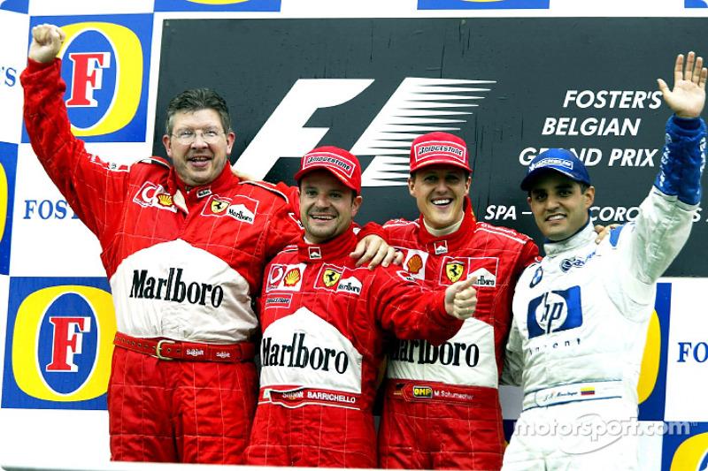 El podio: el ganador de la carrera, Michael Schumacher con Ross Brawn, Rubens Barrichello y Juan Pab