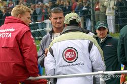 Desfile de pilotos: Mika Salo, David Coulthard, Jacques Villeneuve y Eddie Irvine
