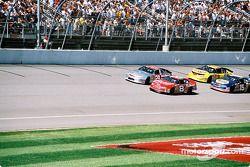La arrancada: Dale Earnhardt Jr. y Kevin Harvick