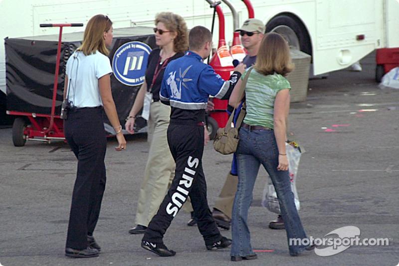 Casey Atwood al frente de la carrera