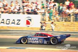#23 Nissan R90CP: Масахиро Хасеми, Кадзуёси Хосино и Тошио Сузуки