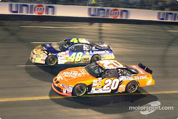 Tony Stewart y Jimmie Johnson mano a mano