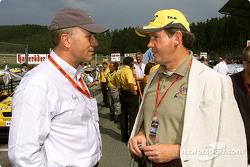 Carl-Peter Forster de Opel y el Dr Franz-Josef Paefgen de Volkswagen