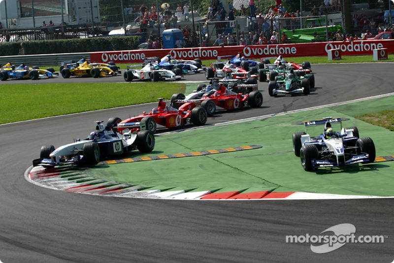 Départ : Ralf Schumacher coupe la chicane devant Juan Pablo Montoya