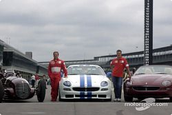 Rubens Barrichello ve Michael Schumacher ve three Maseratis: 8CTF, Trofeo ve Spyder