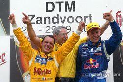 El podio: el ganador de la carrera, Mattias Ekström con el campeón 2002 de DTM, Laurent Aiello y Han