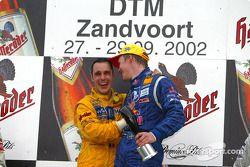 El podio: el ganador de la carrera, Mattias Ekström con el Campeón 2002 de DTM, Laurent Aiello