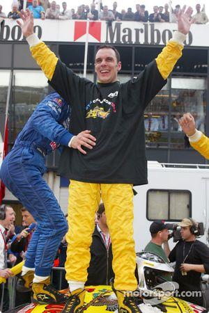 Laurent Aiello celebra su campeonato 2002 de DTM