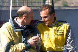 Volker Strycek, Opel-Sportchef; Eric Helary, OPC Euroteam, Opel Astra V8 Coupé 2001