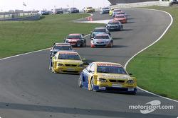 Alain Menu, OPC Euroteam, Opel Astra V8 Coupé 2001; Manuel Reuter, OPC Team Phoenix, Opel Astra V8 Coupé 2002