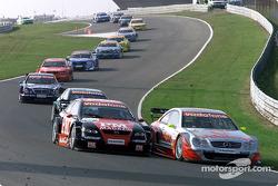Timo Scheider, OPC Team Holzer, Opel Astra V8 Coupé 2002; Bernd Schneider, Team HWA, AMG-Mercedes CLK-DTM 2002