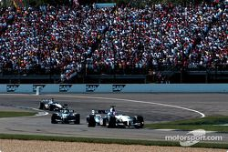 Juan Pablo Montoya and Ralf Schumacher in the pace lap