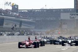start: Michael Schumacher takes lead