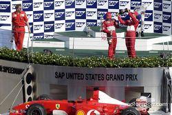 Podyum: Yarış galibi Rubens Barrichello ve Michael Schumacher