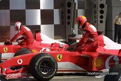 Rubens Barrichello ve Michael Schumacher Parc Ferme