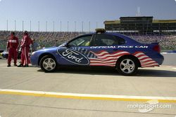 El pace car Ford Taurus