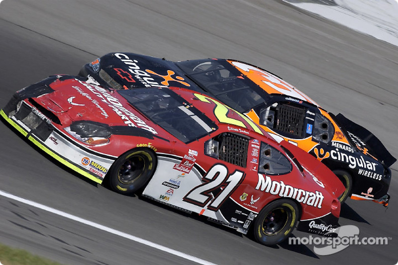 Elliott Sadler y Robby Gordon