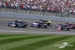 Mark Martin lidera a Rusty Wallace, Kurt Busch y Joe Nemechek