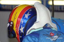 Fernando Alonso y su HANS device