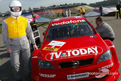 DTM-Medientag: Joachim Winkelhock, OPC Team Phoenix, Opel Astra V8 Coupé 2002