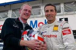 Bernd Schneider, Team HWA, AMG-Mercedes CLK-DTM 2002, mit Renningenieur Volker Klink