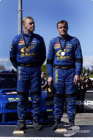 El podio: tercer lugar para Tommi Makinen y Kaj Lindstrom
