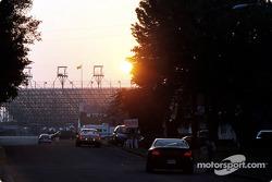 Fuera del Speedway - 6 AM